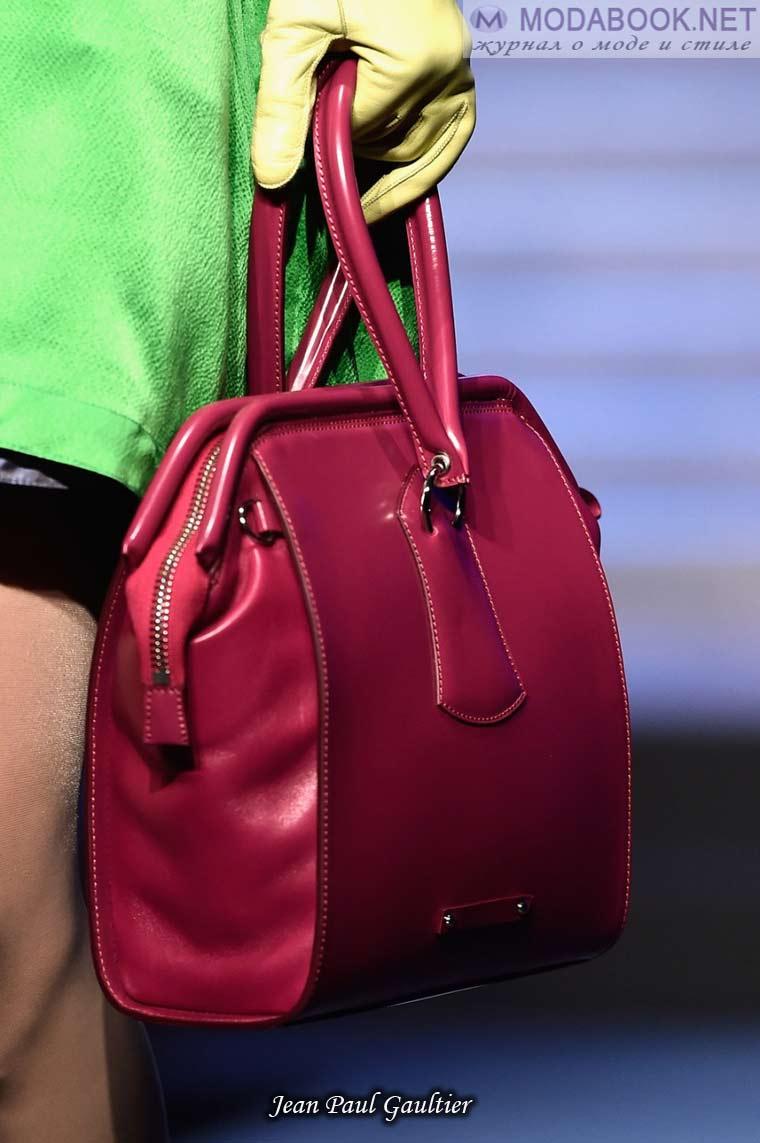 Сочетание сумки с перчатками весной 2015