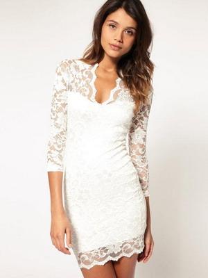 Кружевное платье белого цвета сезона 2016