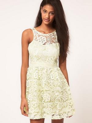 Платье из кружева белого цвета 2016