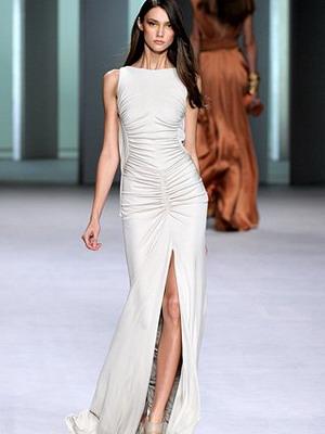 Стильное платье белого цвета 2016