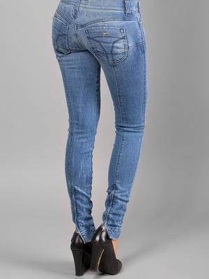 Женские джинсы с вертикальной отстрочкой осень-зима 2015-2016