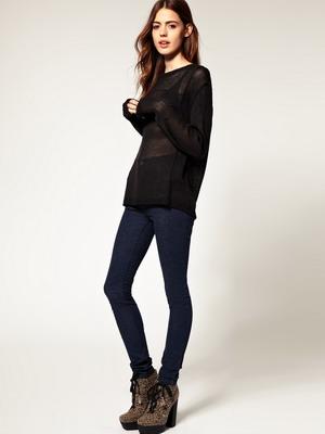 Как правильно носить женские джинсы