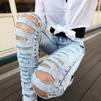 Порезанная модель джинс