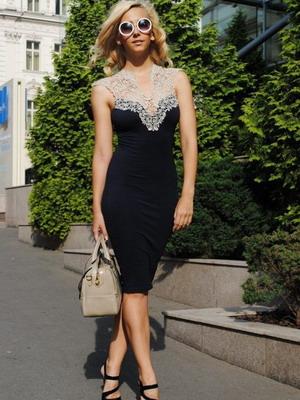 Платье украшенное кружевом самостоятельно