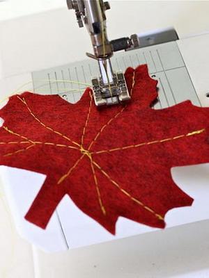 Как украсить платье осенними листьями