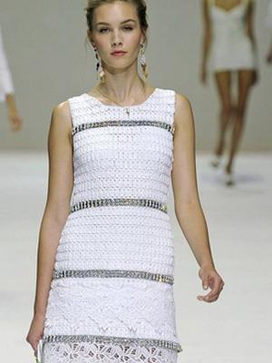 Украсить вязаное платье пуговицами