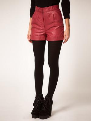 Красные кожаные шорты 2016