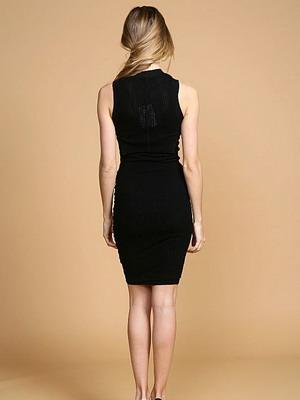 С чем комбинировать черное платье