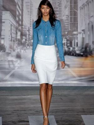 Белая юбка из кожи