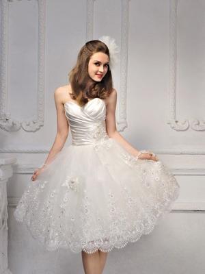 Короткое свадебное платье с пышной юбкой 2016
