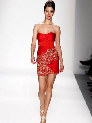Короткое красное платье 2016
