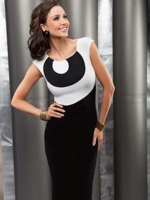Черно-белое трикотажное платье 2016