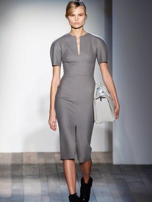 Трикотажное платье в деловом стиле 2016
