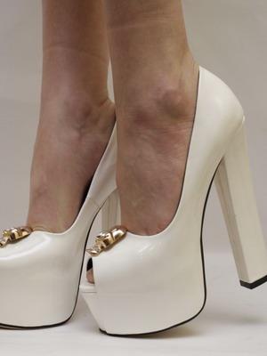 Шикарные белые туфли на устойчивом каблуке 2016