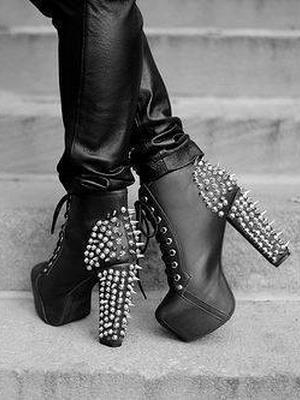 Эпатажные туфли на толстом каблуке 2016
