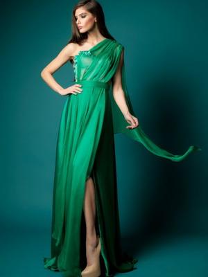 Зеленое платье с розовыми цветами
