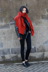 Модный зимний красный шарф сезона 2016