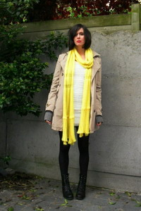 Модный зимний желтый шарф сезона 2018