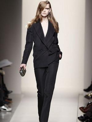 Мужская одежда для женщин: черный смокинг