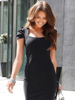 Маленькое черное платье из шерстяной ткани