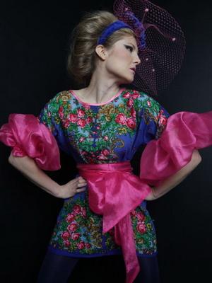Сочетание вечернего и народного стиля в платьях