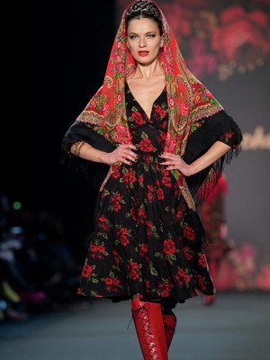 Дизайнерское решение русского платья в народном стиле