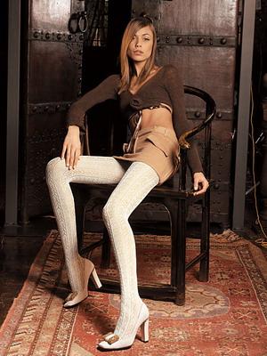 Девушка одевает ажурные колготки видео фото 67-94
