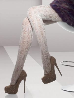 Белые ажурные колготки в сочетании с обувью