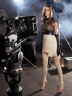 Девушка одевает ажурные колготки видео фото 67-660