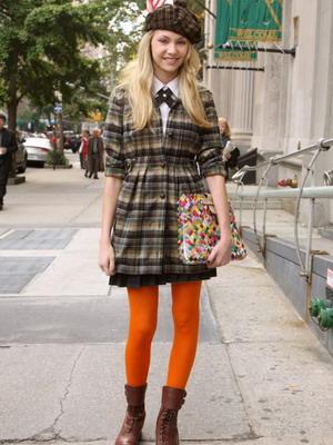 С чем носить оранжевые колготки