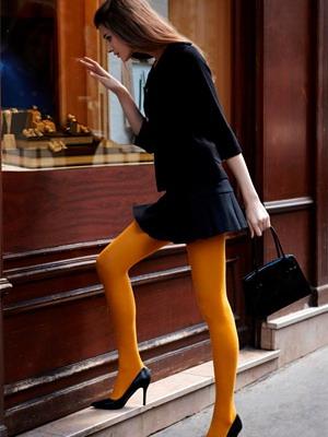С чем носить желтые колготки