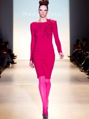 С чем носить розовые колготки