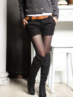 С чем носить черные шорты зимой