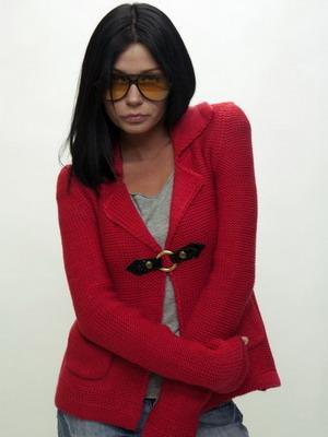 Красная вязаная кофта