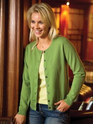 Зеленая модель кофты вязаной