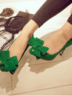 Зеленые замшевые туфли с бантом