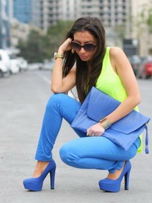 Замшевые туфли тон в тон с брюками