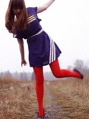 С чем одеть красные колготки