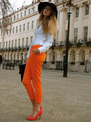 с чем носить оранжевые туфли