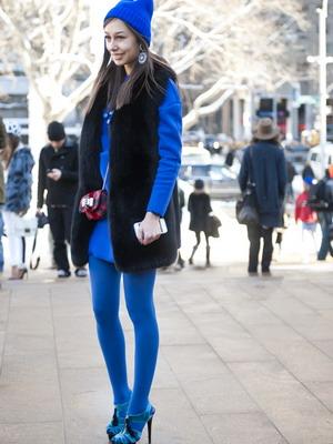 Колготки синего цвета - с чем носить