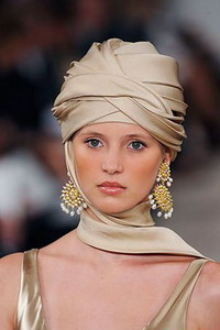 Плетение платка на голове