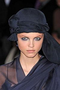 Стильное плетение платка на голове