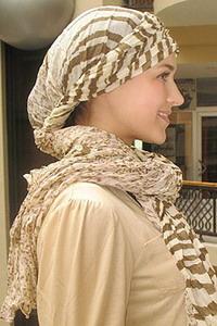 Модное плетение платка на голове