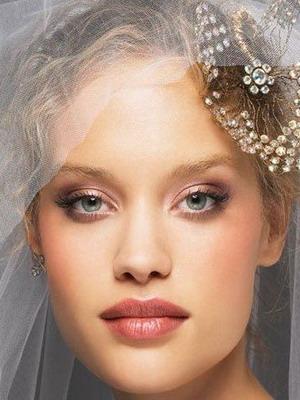 Макияж на свадьбу для  брюнеток с зелеными глазами