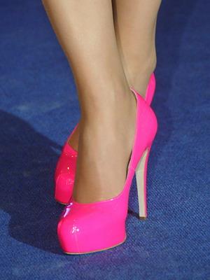 Малиновые туфли лодочки