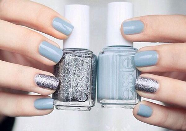 два цвета лака на ногтях голубой и металик