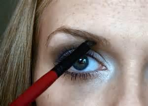 Как правильно накрасить брови