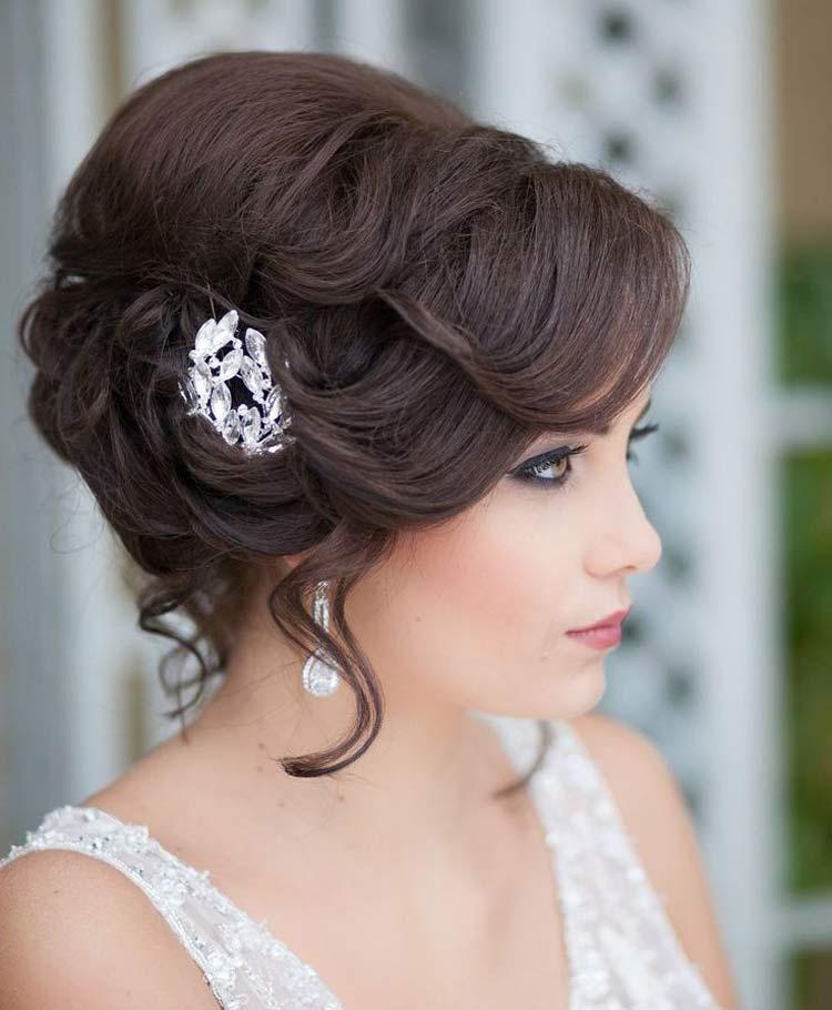 Прически для средний длины волос на свадьбу