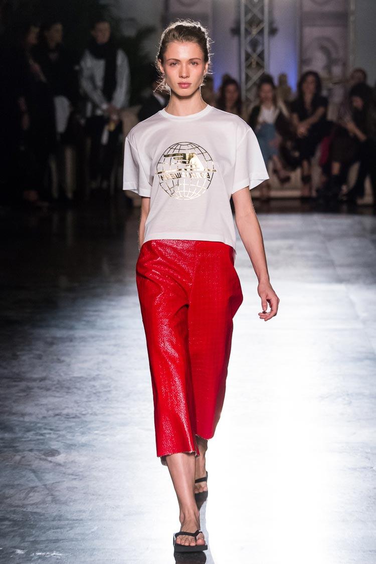 Кожаные красные брюки весна-лето 2016 года