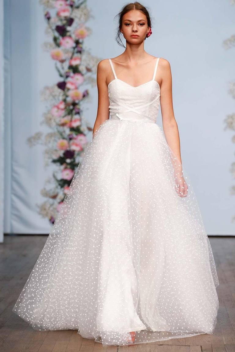 Белое выпускное платье 2016